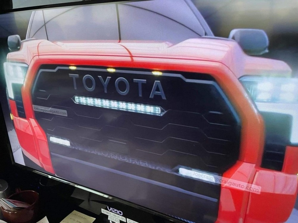 Lưới tản nhiệt đi kèm dải đèn LED của Toyota Tundra TRD Pro 2022