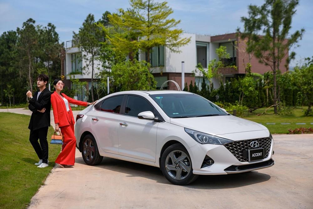 Với giá bán chỉ 542,1 triệu đồng, Hyundai Accent 2021 bản cao nhất cũng được trang bị cửa sổ trời.