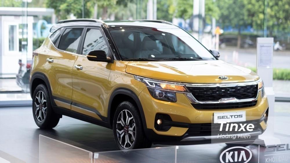 Giá bán của Kia Seltos dao động từ 609 – 729 triệu đồng, thấp hơn Hyundai Kona.