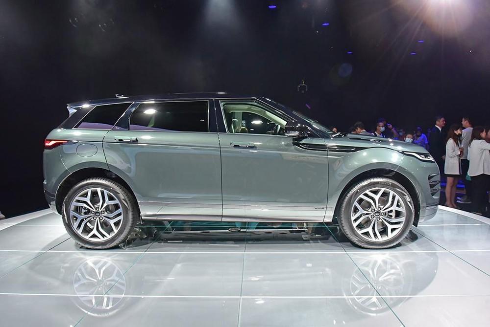Range Rover Evoque L 2021 dài hơn 160 mm so với bản thường