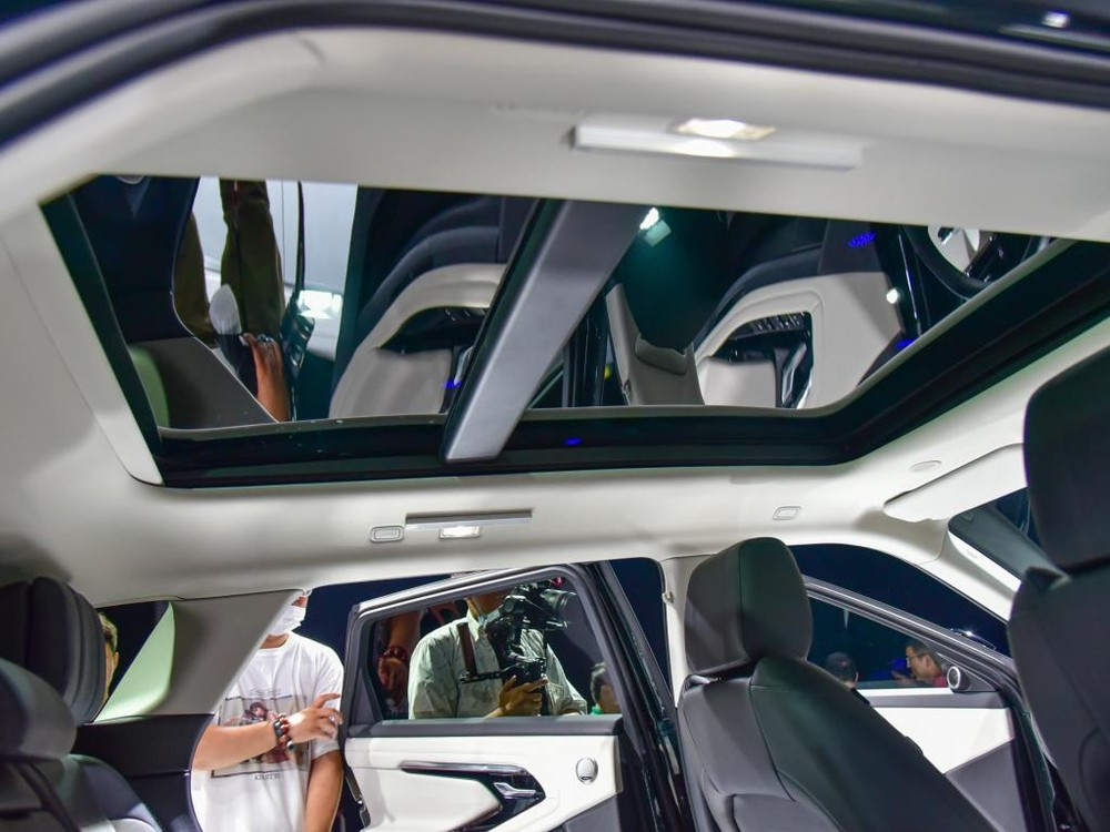 Cửa sổ trời của Range Rover Evoque L 2021
