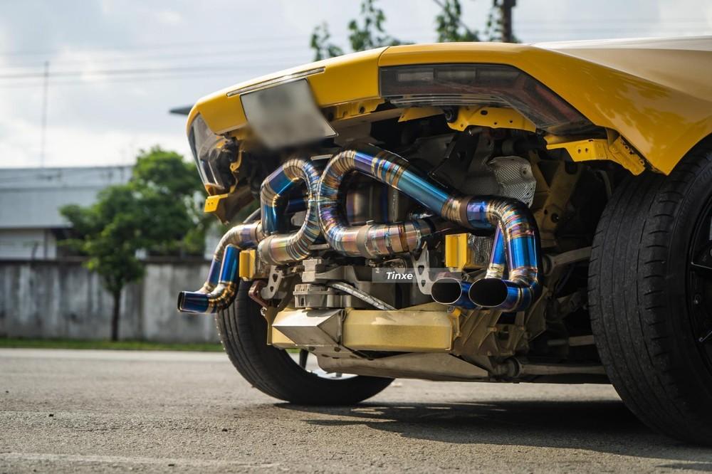 Xe được trang bị bộ ống xả độ titanium