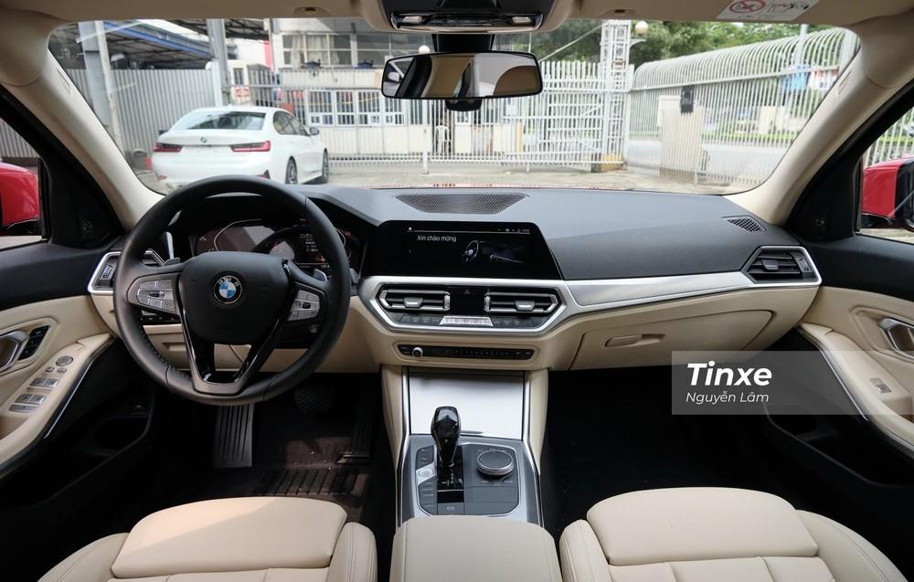 Nội thất của BMW 320i Sport Line Plus.