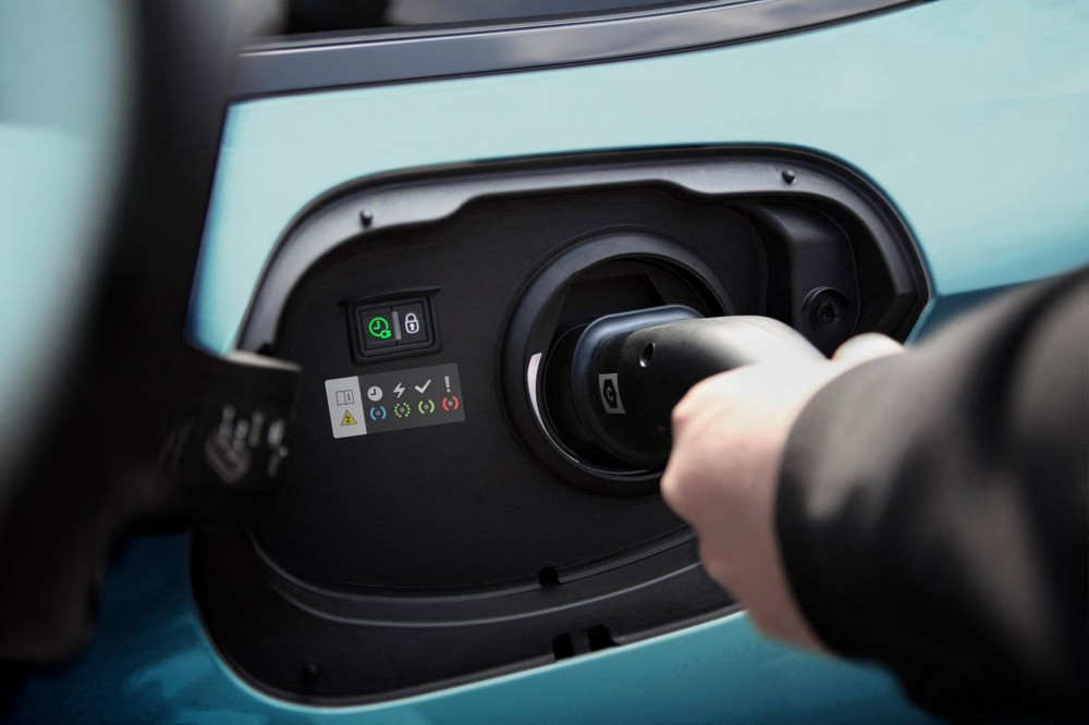Cổng sạc điện của Peugeot 308 SW 2022 phiên bản plug-in hybrid