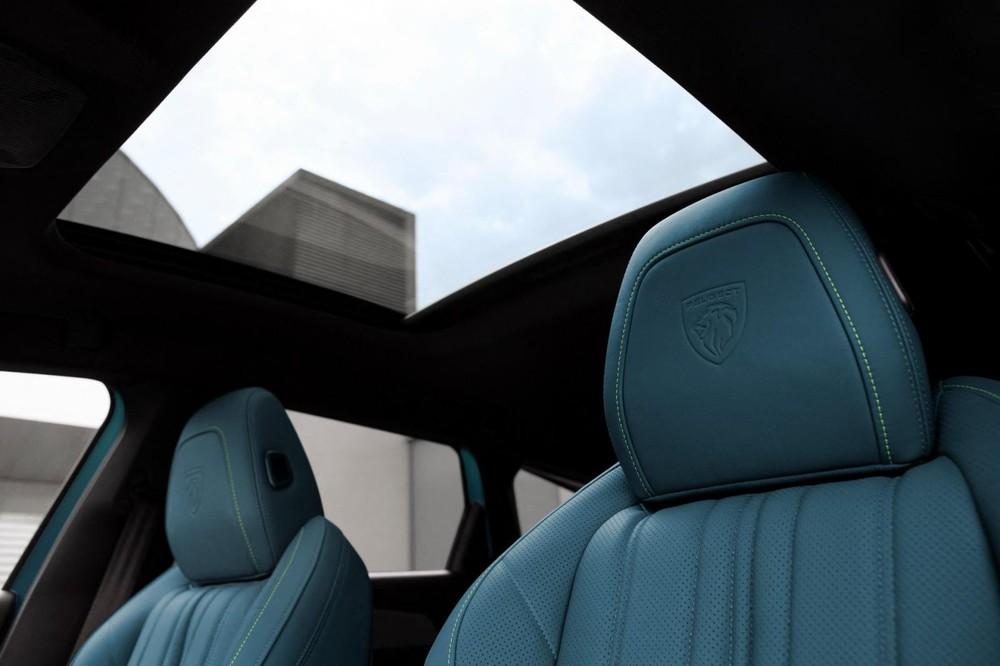 Peugeot 308 SW 2022 có ghế chỉnh điện và cửa sổ trời cỡ lớn