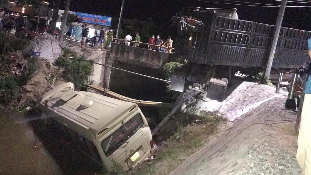 Hiện trường vụ tai nạn nghiêm trọng tại Hưng Yên