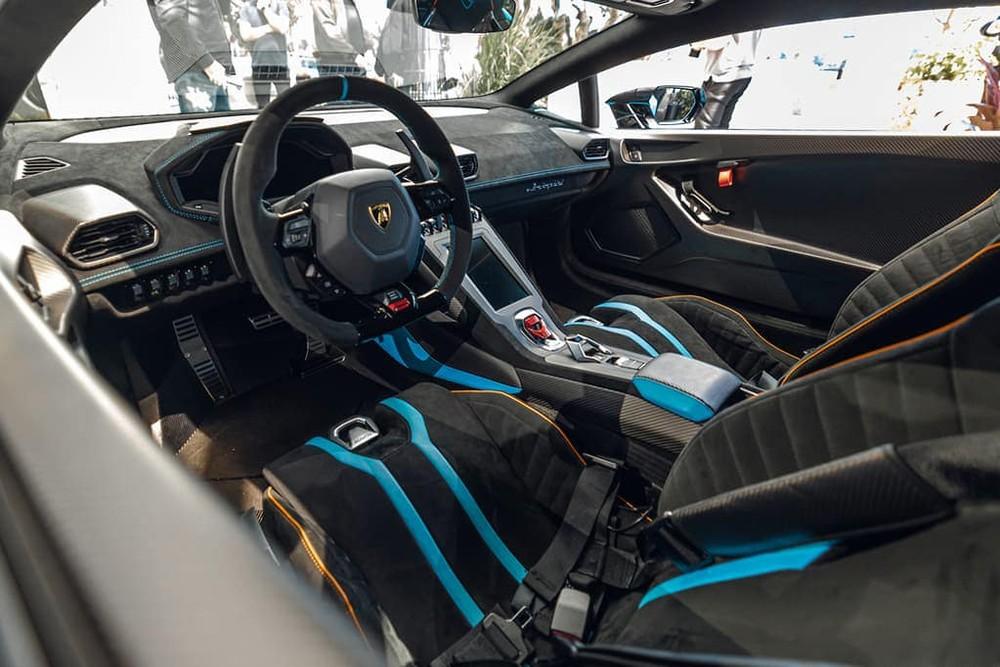 Nội thất siêu xe Lamborghini Huracan STO