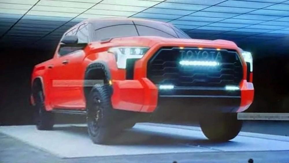 Toyota Tundra TRD Pro 2022 có 3 dải đèn LED bổ sung trên đầu xe