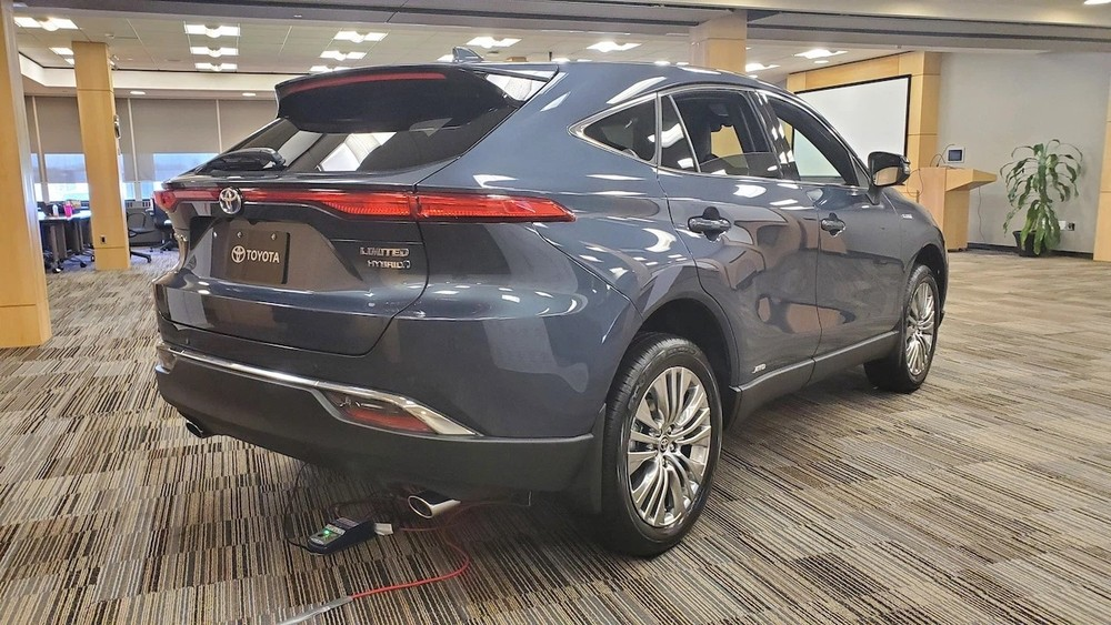 Thiết kế đuôi xe Toyota Venza 2021.