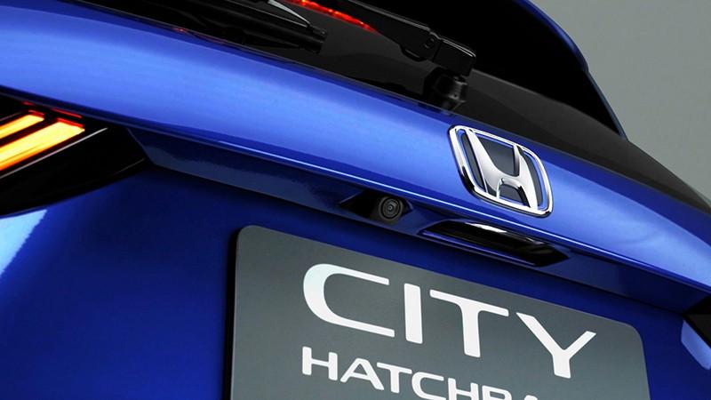 Honda City Hatchback e:HEV RS có logo màu xanh dương
