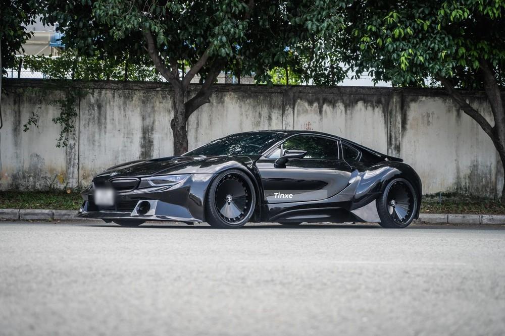 Thiết kế BMW i8 độ thân rộng nhìn bên hông