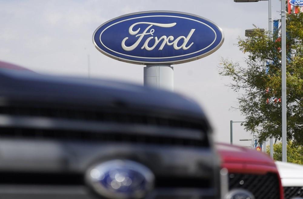 Ở tháng 3/2021, có 20.000 ô tô Ford nằm rải rác tại các kho bãi, sân bay, trang trại tại Mỹ do không có chip để hoàn thiện khâu lắp ráp trước khi xuất xưởng.