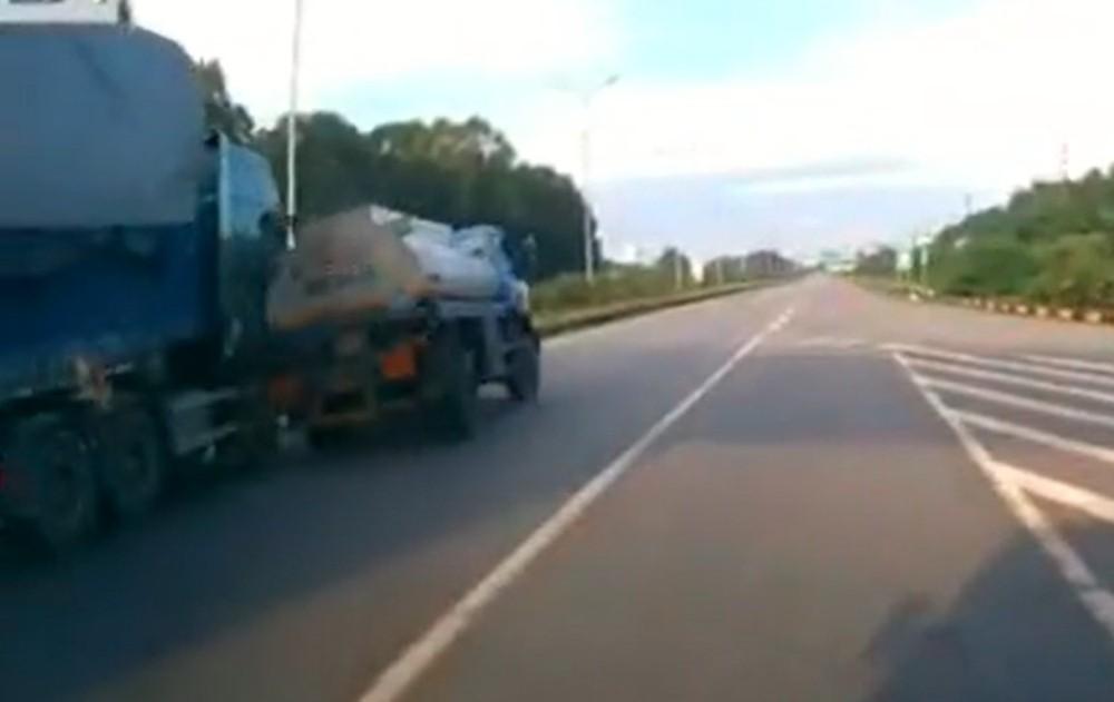 Tránh ô tô khách dừng đón khách, xe bồn tông xe đầu kéo trên cao tốc Hà Nội - Bắc Giang