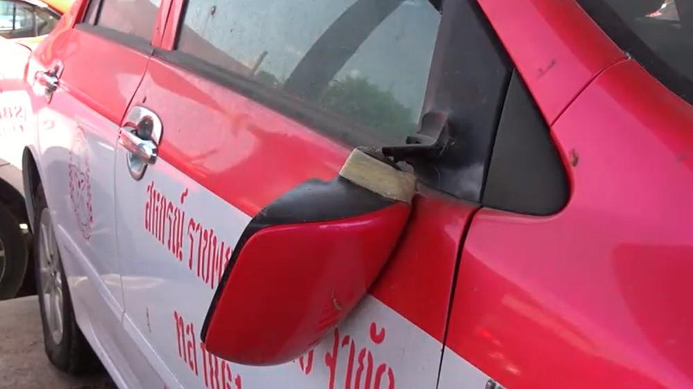 Những chiếc taxi bị hư hỏng vì nằm ngoài trời trong thời gian dài