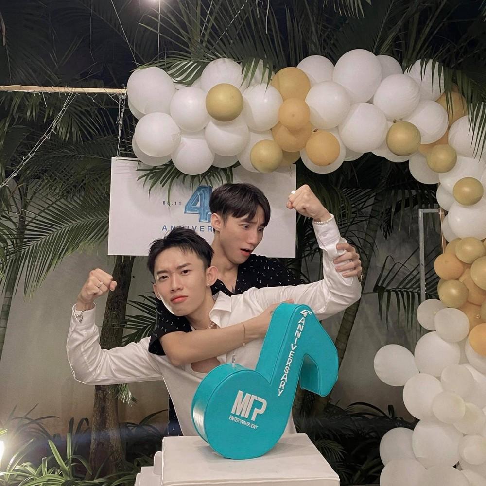 Kay Trần đã về đội của Sơn Tùng MT-P được 2 năm và đây là sản phẩm đầu tiên của 2 người bạn thân