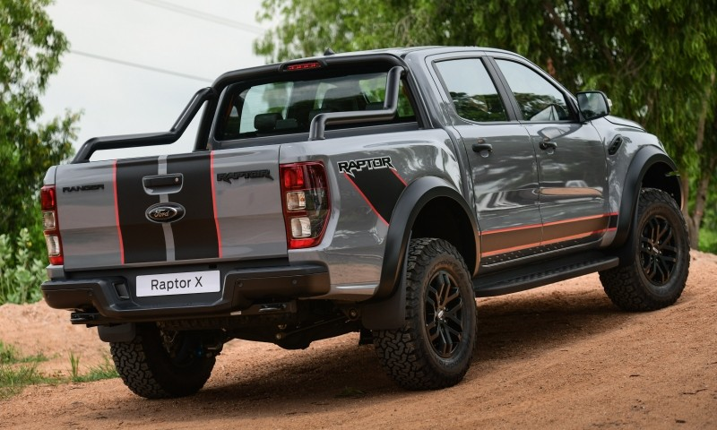 Ford Ranger Raptor X 2021 có những đường kẻ trên cửa thùng sau