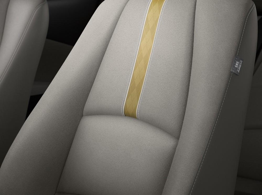 Nội thất của Mazda2 Sunlit Citrus 2021 được bọc bằng chất liệu giả da lộn