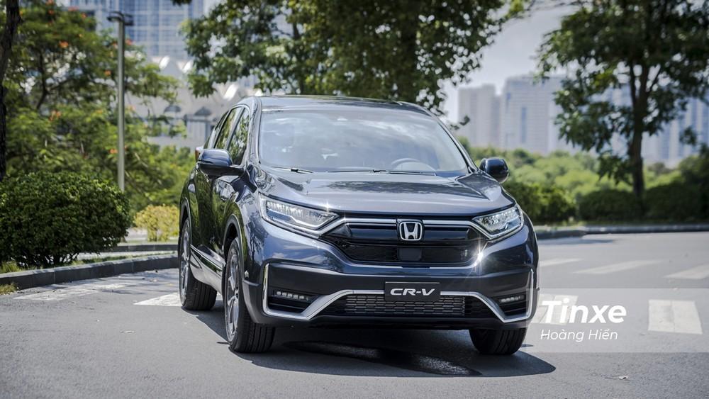 Kể từ khi nâng cấp giữa vòng đời và chuyển sang lắp ráp trong nước vào tháng 8/2020, Honda CR-V vẫn thường xuyên được đại lý bán kèm ưu đãi khủng.