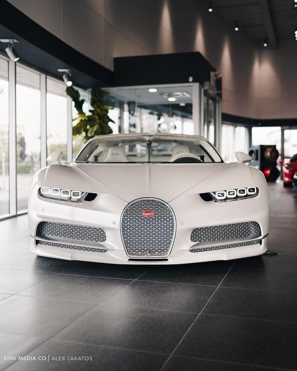 Bạch mã Bugatti Chiron của Post Malone