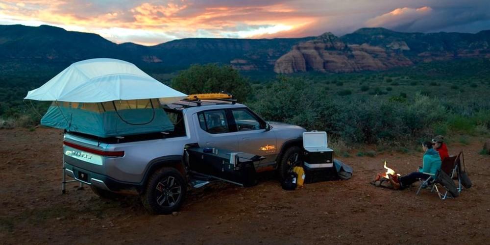 Người dùng có thể dựng lều cắm trại trên thùng sau của Rivian R1T