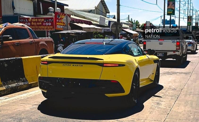 Aston Martin DBS Superleggera trên đường phố Campuchia
