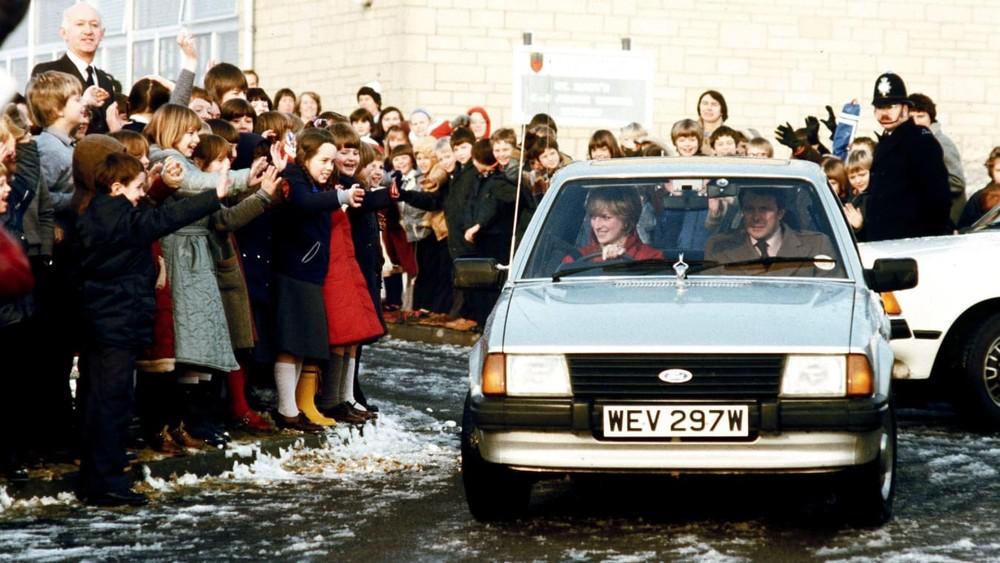 Công nương Diana cầm lái chiếc Ford Escort Ghia
