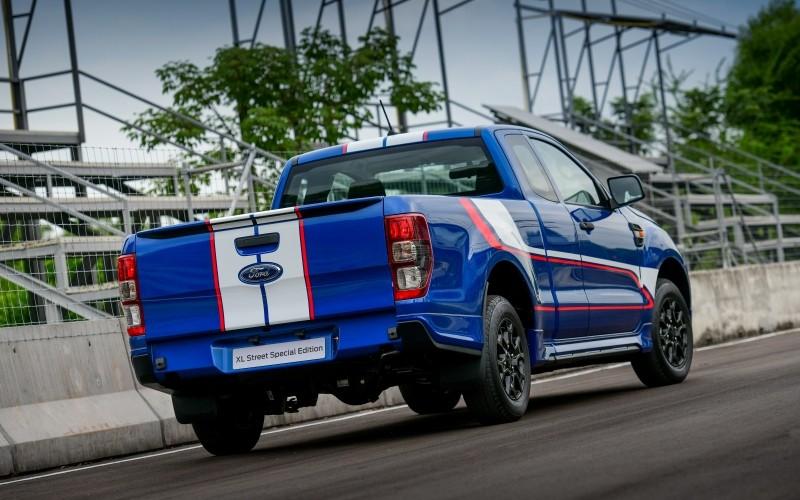 Ford Ranger XL Street 25th Anniversary Edition 2021 sở hữu màu sơn như xe đua