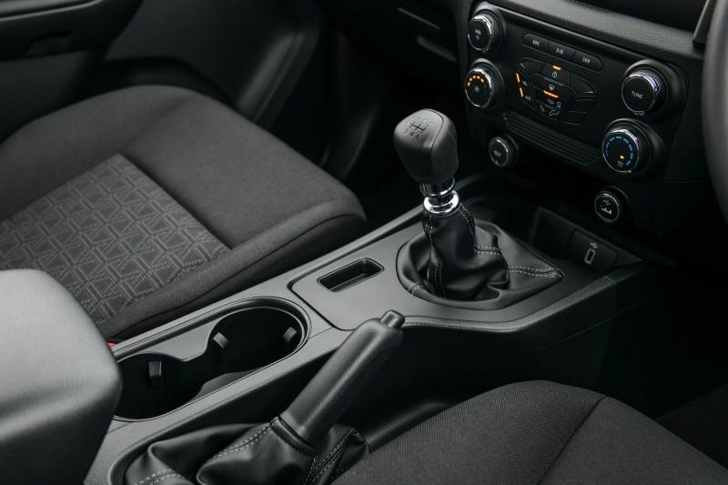 Ford Ranger XL Street 25th Anniversary Edition 2021 dùng động cơ diesel 2.2L và hộp số sàn