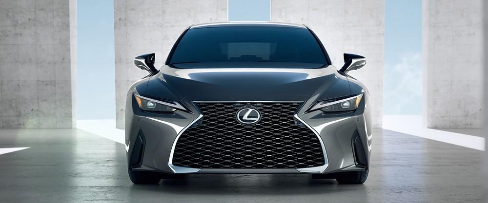 Cận cảnh đầu xe Lexus IS 2021