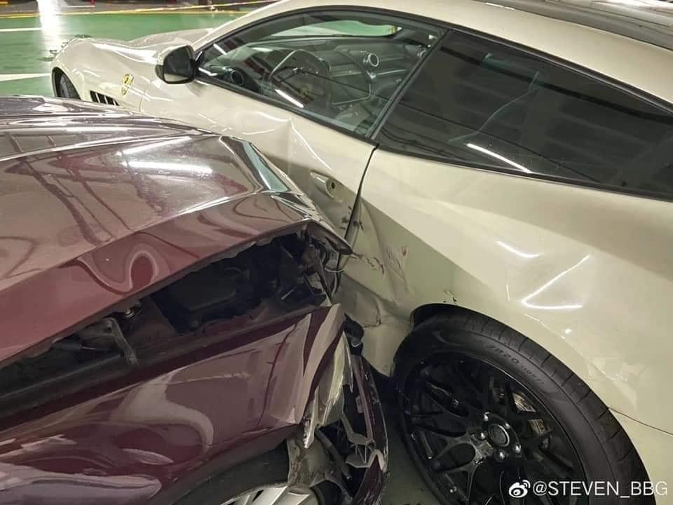 Phần đầu xe BMW hỏng nặng, sườn siêu xe Ferrari thiệt hại nghiêm trọng sau cú tông trời giáng của mẫu sedan