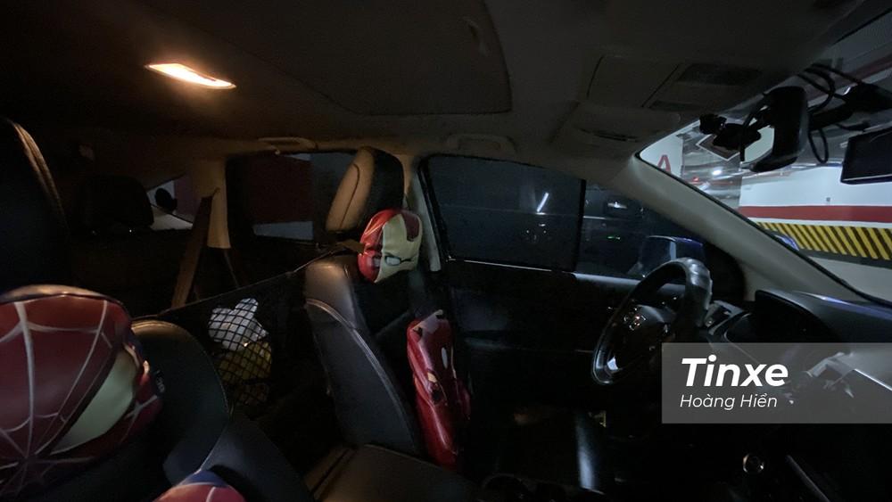 Rèm che nắng nam châm gọn nhẹ, dễ lắp đặt và có tác dụng giảm ánh nắng chiếu trực tiếp vào người ngồi trong xe.