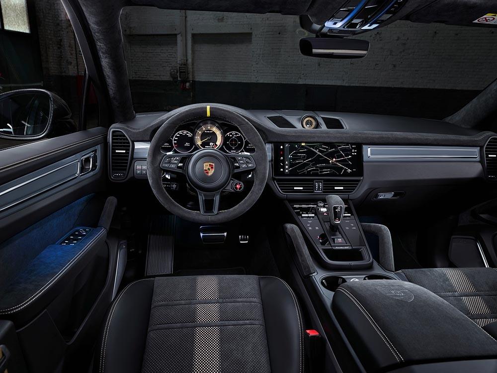 Porsche Cayenne Turbo GT còn được nâng cấp nhiều tiện nghi nội thất.