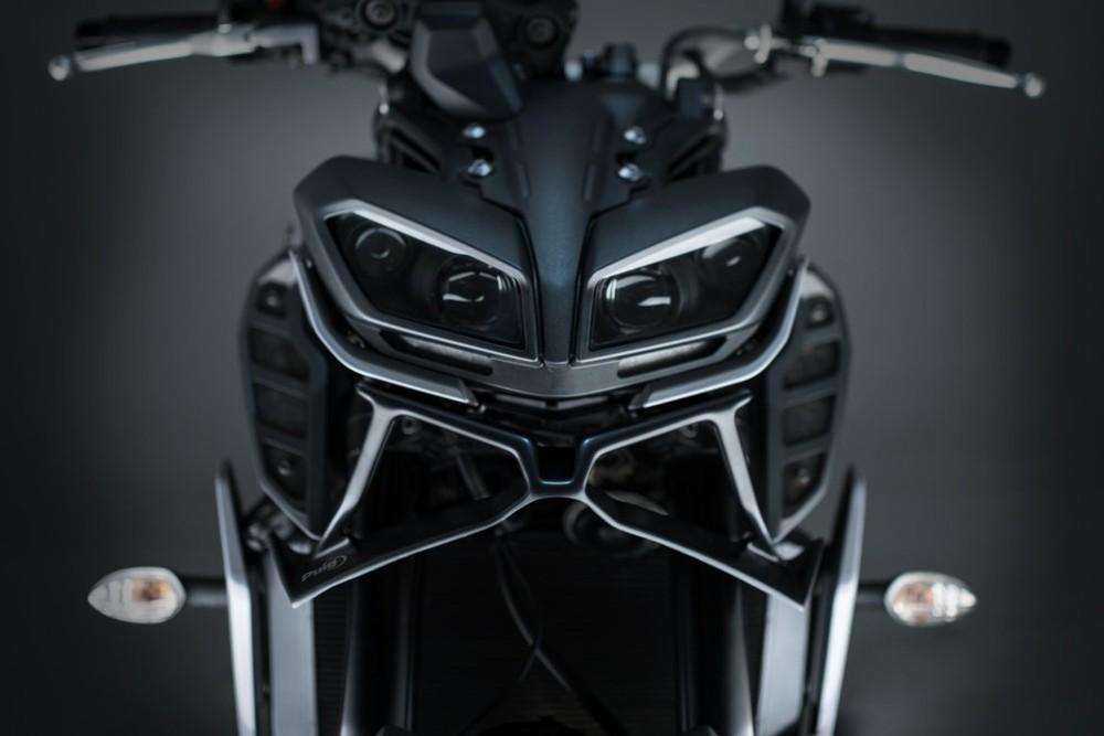 Thiết kế như một bộ râu rất hài hòa với dàn đầu trên Yamaha MT-09