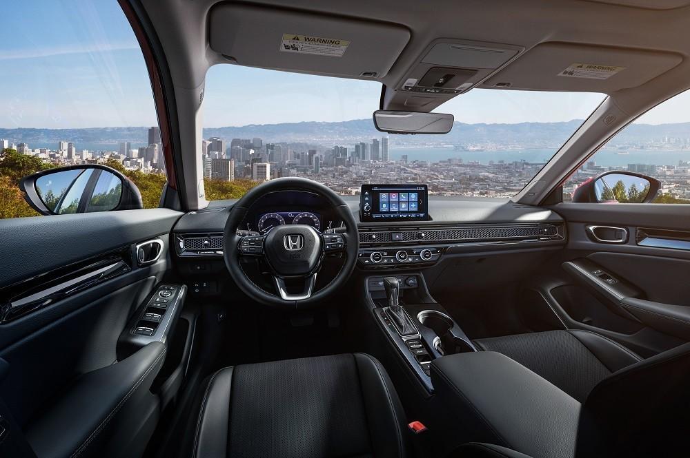 So với đời cũ, chiều dài cơ sở của Honda Civic 2022 tăng thêm 37 mm, hứa hẹn một không gian nội thất rộng rãi hơn.