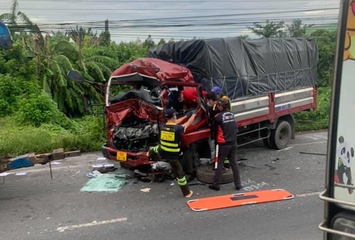 Hiện trường vụ tai nạn 2 xe ô tô tải trên QL1A rạng sáng nay