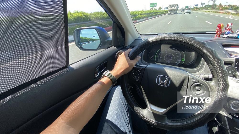 Rèm che nắng nam châm có tác dụng giảm ánh nắng chiếu trực tiếp vào người ngồi trong xe.