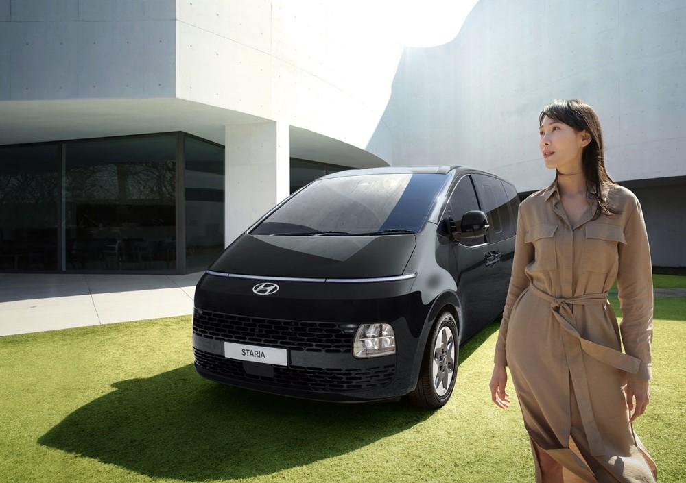 Hyundai Staria 2021 dùng động cơ diesel 2.2L và hộp số tự động 8 cấp