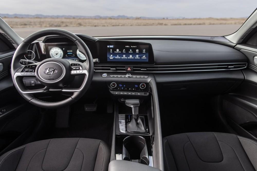Nội thất của Hyundai Elantra 2021.