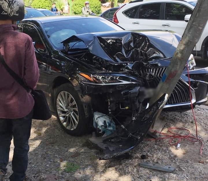 Hiện trường vụ tai nạn xe Lexus ES250 ở Hà Nội vào chiều qua