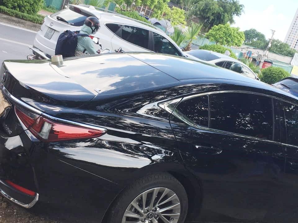 Vụ tai nạn khiến xe Lexus ES250 hư hỏng nặng nề đầu xe