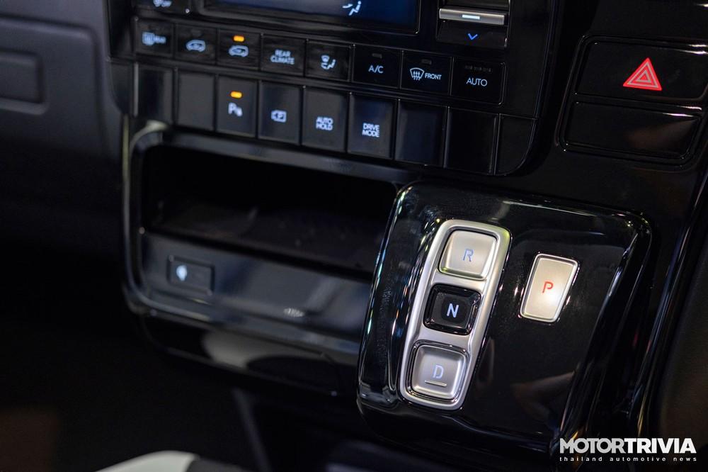 Nút bấm chuyển số của Hyundai Staria 2021