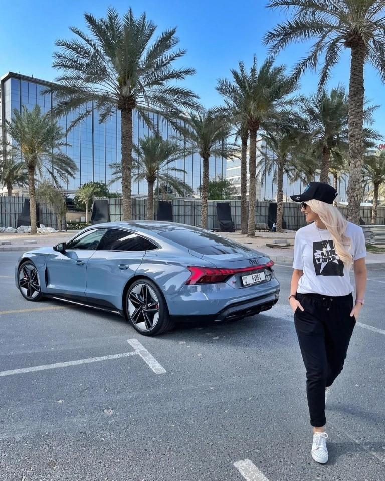 Supercar Blondie hiện là một trong những gương mặt thành công nhất của làng review siêu xe thế giới