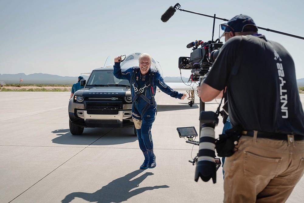 Tỉ phú Richard Branson sau chuyến đi vào rìa vũ trụ của mình