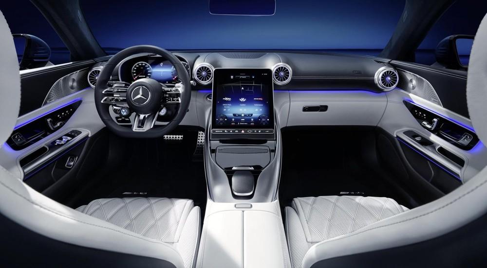 Mặt táp-lô của Mercedes-AMG SL 2022 được thiết kế như cánh máy bay