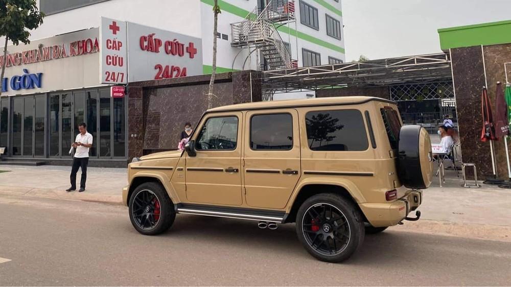 Chiếc xe Mercedes-AMG G63 màu Desert Sand mới được bàn giao cho doanh nhân kinh doanh lĩnh vực y tế ở tỉnh Bình Phước