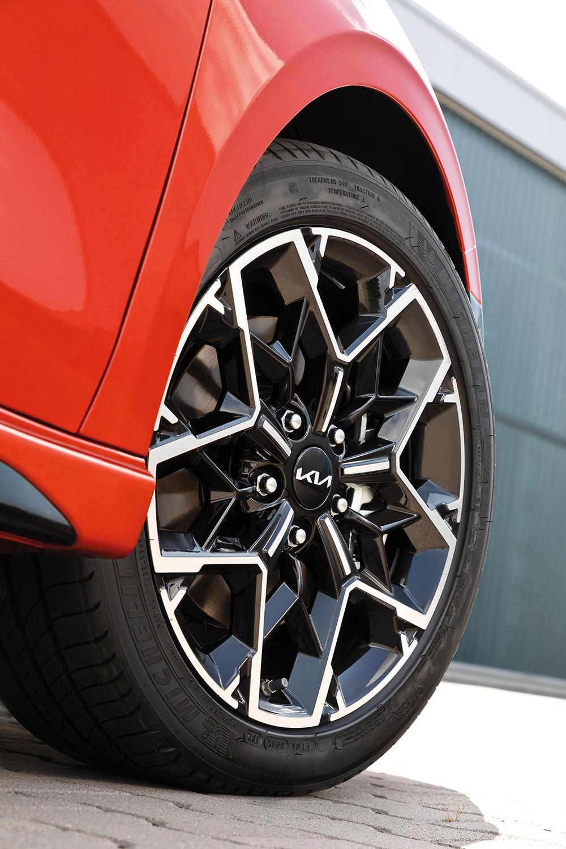 Bộ vành 17 inch của Kia Ceed 2022 bản GT-Line