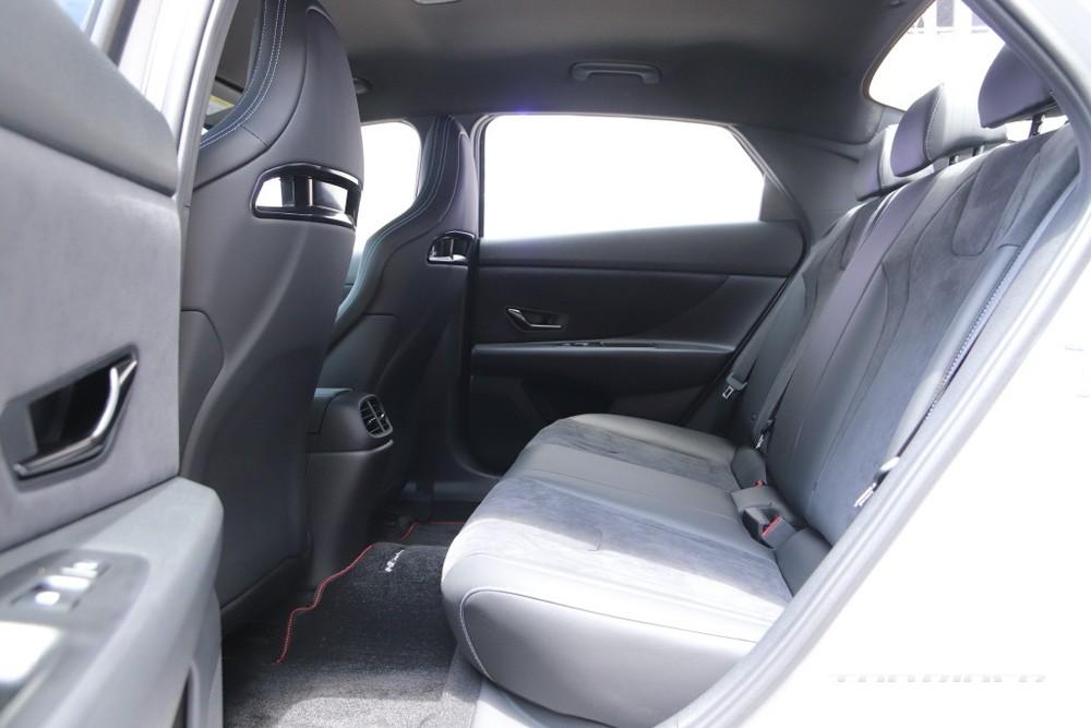 Hàng ghế sau của Hyundai Elantra N 2022