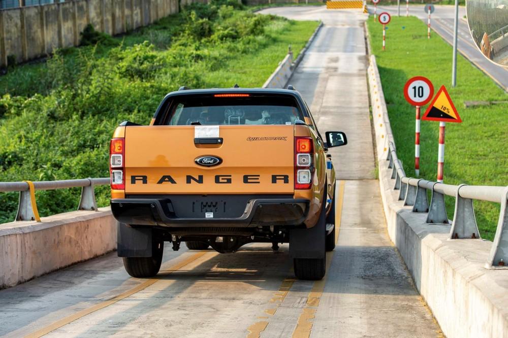So với bản nhập khẩu, bản lắp ráp của Ford Ranger không có gì thay đổi về trang bị an toàn, tiện nghi cũng như động cơ.