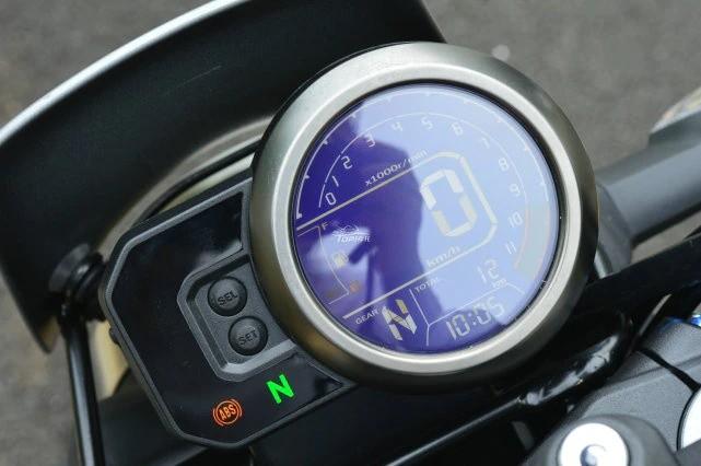 Đồng hồ LCD tròn đặc biệt trên Honda CB190TR