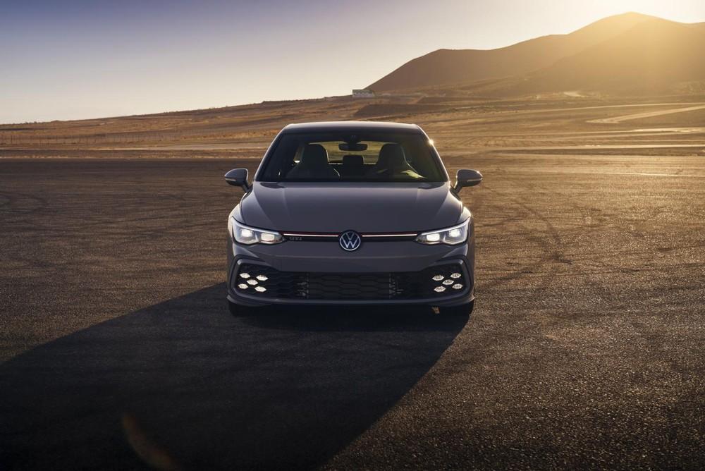 Cận cảnh đầu xe của Volkswagen Golf GTI 2022